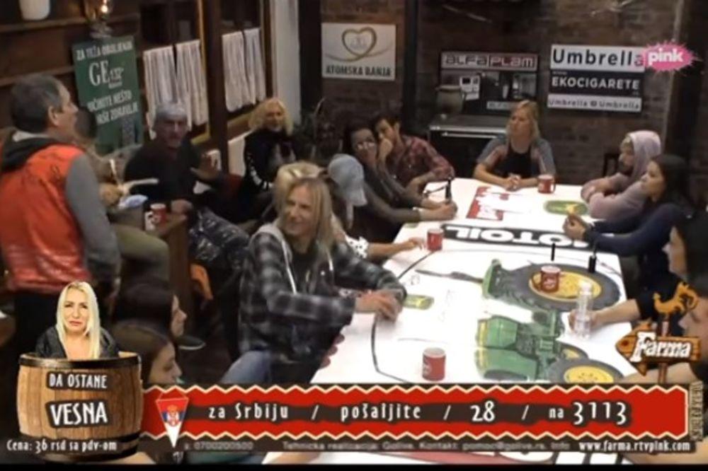 (VIDEO) GAZDOVANJE MU UDARILO U GLAVU: Lepi Mića se skinuo!