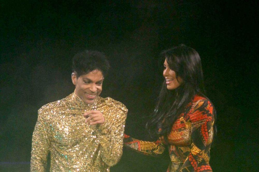 (VIDEO) GUBI SE SA BINE! Pogledajte kako je legendarni Prins oterao Kim Kardašijan sa scene