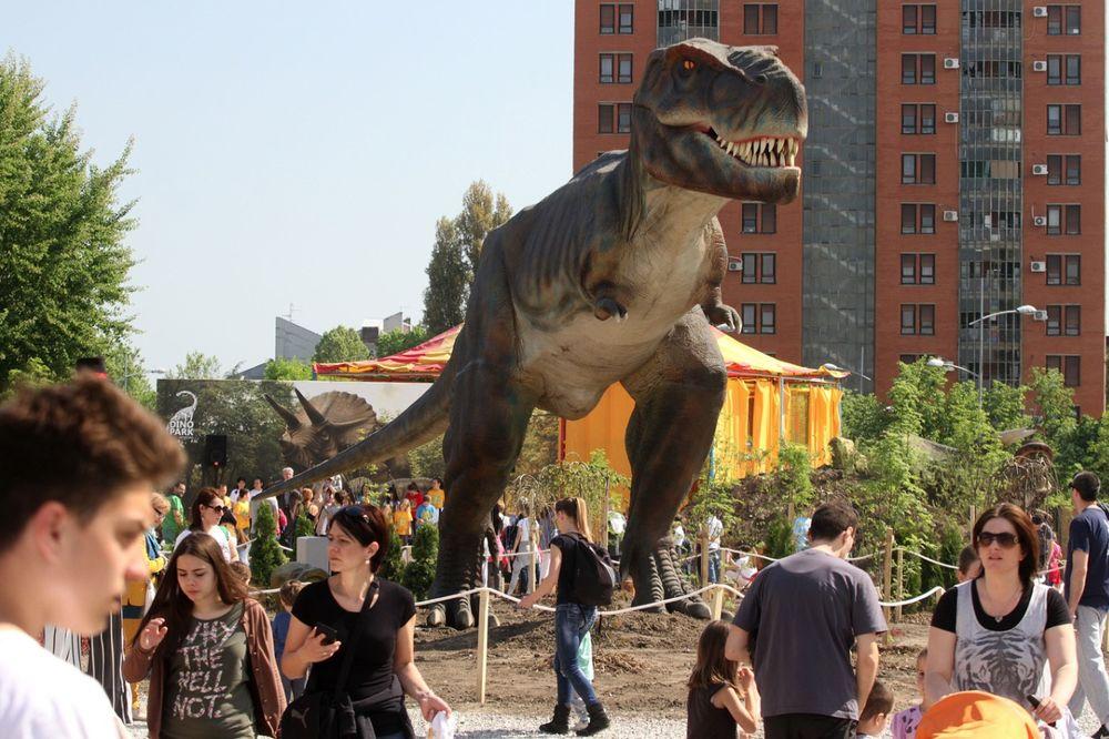 DINOSAURUSI U NOVOM SADU: Otvoren dino-park za mališane!