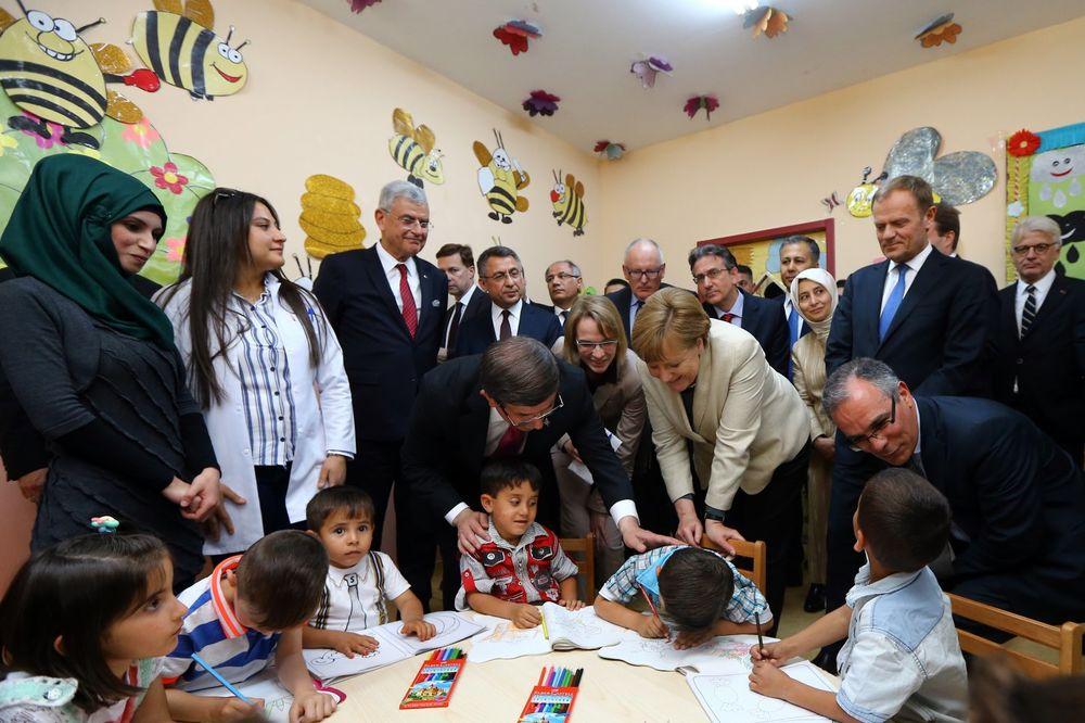 TURSKA PRITISKA BRISEL: DAVUTOGLU Ukidanje viza Turcima uslov za primenu sporazuma