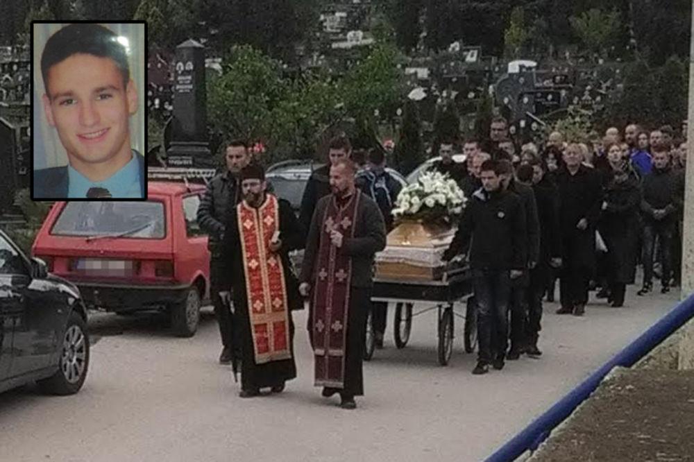 SAHRANJEN NAVIJAČ CRVENE ZVEZDE: Suze i cveće za Aleksandra Jaćimovića