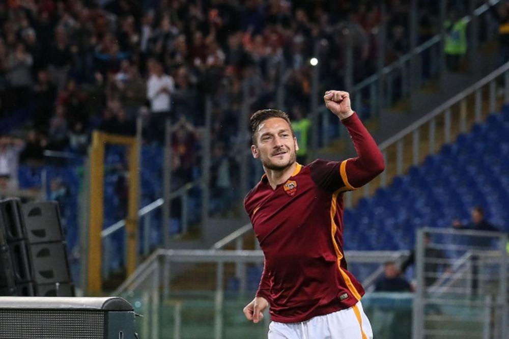 DIREKTOR VUČICE REŠIO DILEMU: Frančesko Toti nastavlja da igra za Romu