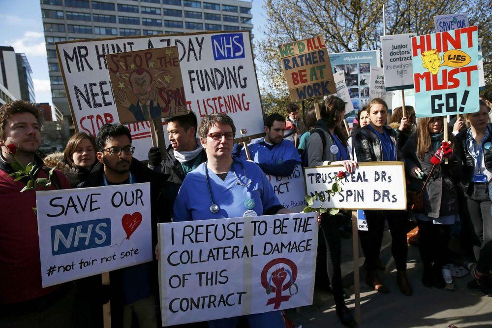 BRITANSKI LEKARI ŠTRAJKUJU PRVI PUT U ISTORIJI: Beli mantili podigli glas protiv vlasti