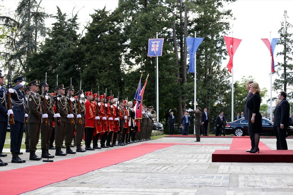 GRAD POD OPSADOM: Erdogan u Zagrebu dočekan uz najviše počasti