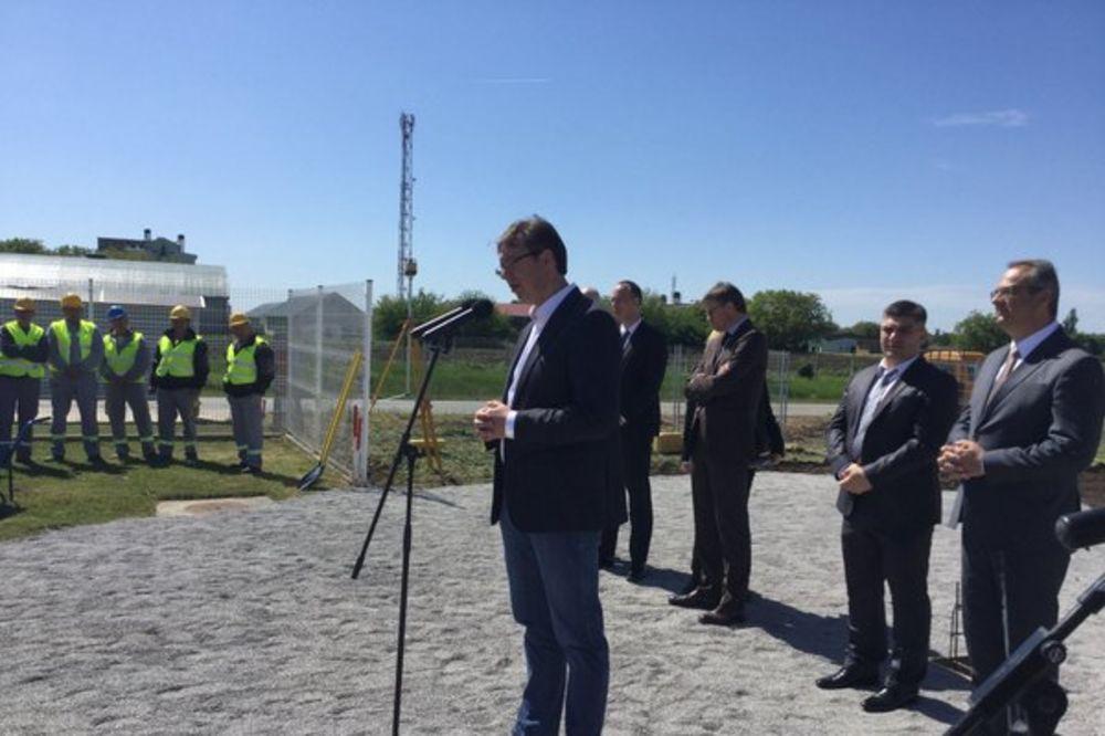 Vučić u Inđiji: Ne tvrdim da je bilo prekrajanja, ali tražžimo ponovno brojanje glasova