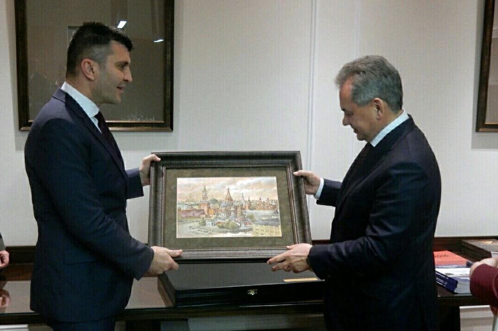 MINISTAR ODBRANE SA SERGEJEM ŠOJGUOM: Izbori neće promeniti strateška opredeljenja Srbije