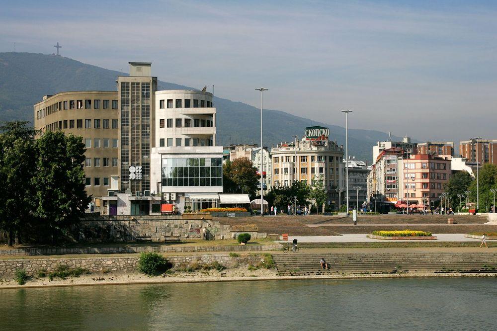 POJAVILI SE PREKO NOĆI: Spomenici Albancima postavljeni samovoljno u centru Skoplja