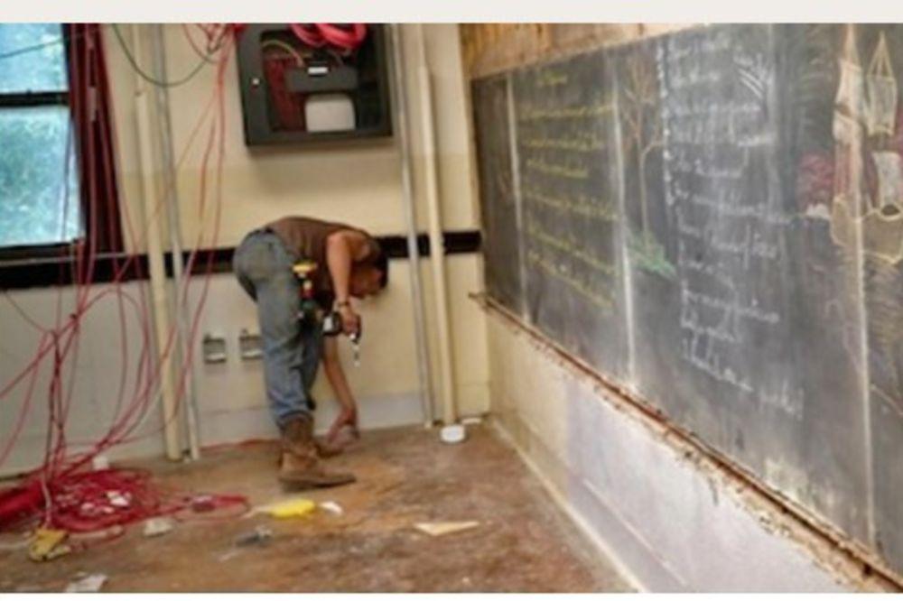 ŠKOLA JE OSTALA U ŠOKU: Ono što su našli iza školske table...vaš mozak će eksplodirati!