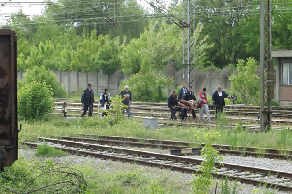 UDARILO GA 25.000 VOLTI: Teško povređeni tinejdžer (17) prebačen iz Niša u Beograd