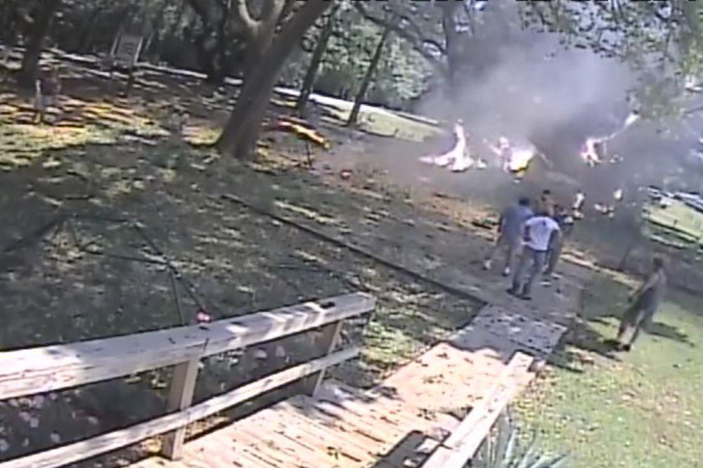 (VIDEO) AVION SE SRUŠIO USRED PARKA: Pilota spasli u poslednjoj sekundi!