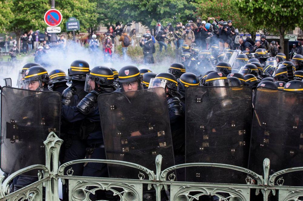 ZAOŠTRAVAJU SE PROTESTI U FRANCUSKOJ: Policija ponovo vodenim topovima na demonstrante