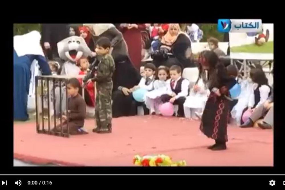 (VIDEO) PRANJE MOZGA U PALESTINI: Deca glume napad na izraelske vojnike