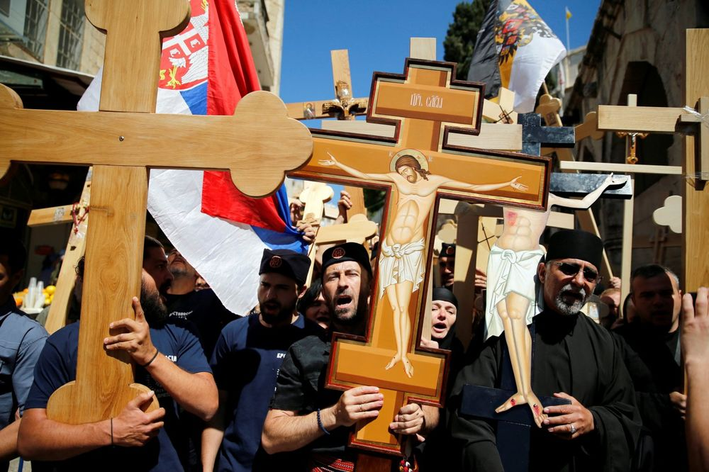 (FOTO,VIDEO) SRBI NA ČELU HODOČAŠĆA U JERUSALIMU Hiljade pravoslavaca u Starom gradu na Veliki petak