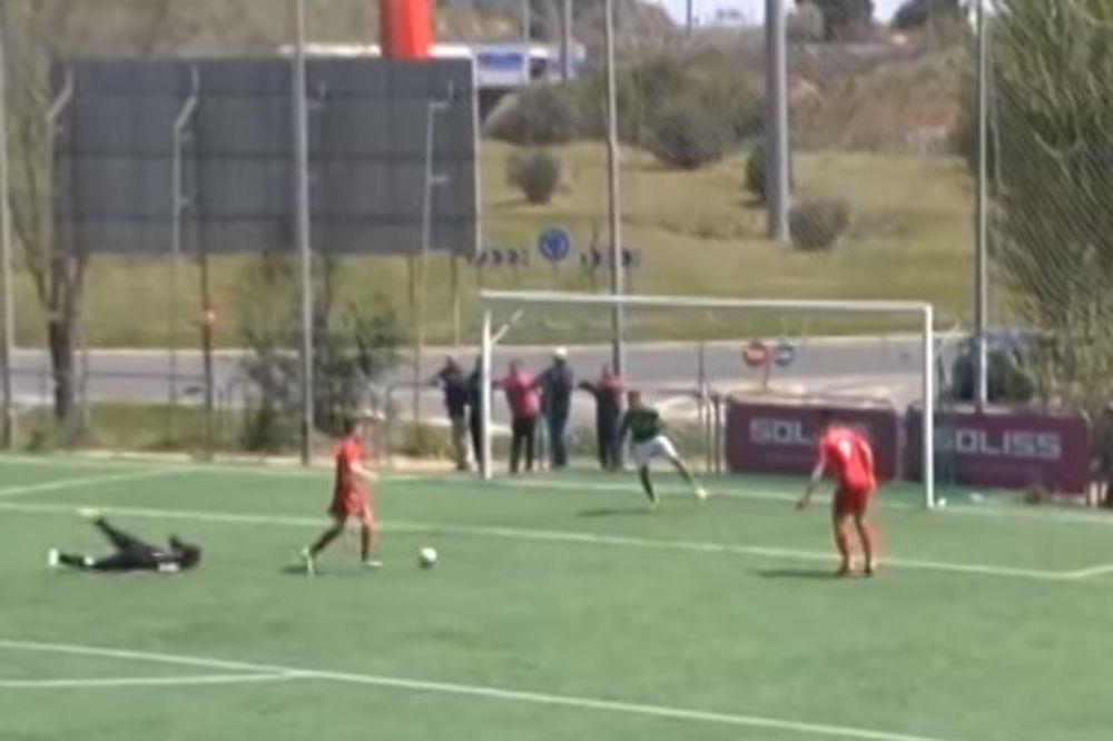 OVO NEMA NI KOD NAS: Padali ko sveće, od rivala napravili Maradonu, samo da prime još jedan gol!