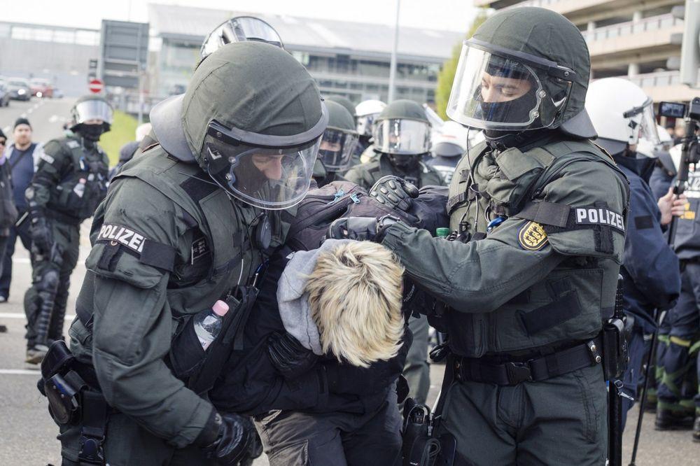SUKOBI U ŠTUTGARTU: Levičari krenuli na desničare, uhapšeno 400 ljudi