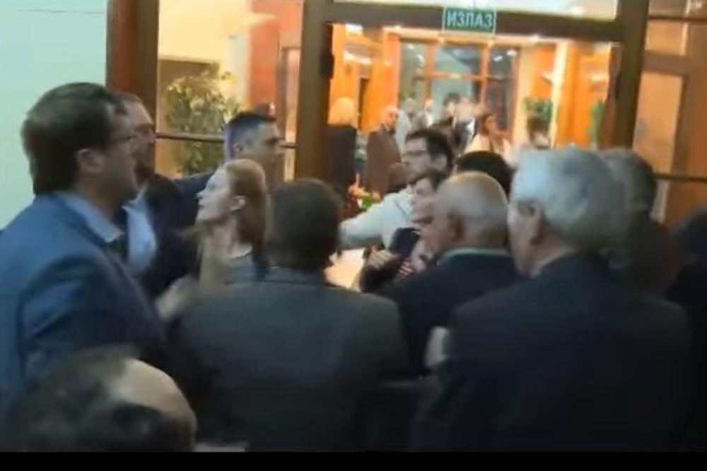 (VIDEO) IZ DRUGOG UGLA: Dveri na svom Jutjubu objavile NOVI snimak iz noći sukoba u RIK