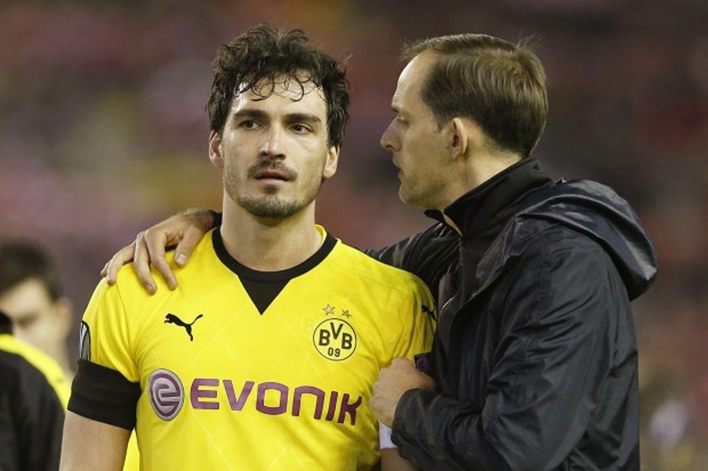 (FOTO, VIDEO) KAD KAPITEN IZNEVERI: Evo kako su navijači Dortmunda kaznili izdajnika Humelsa