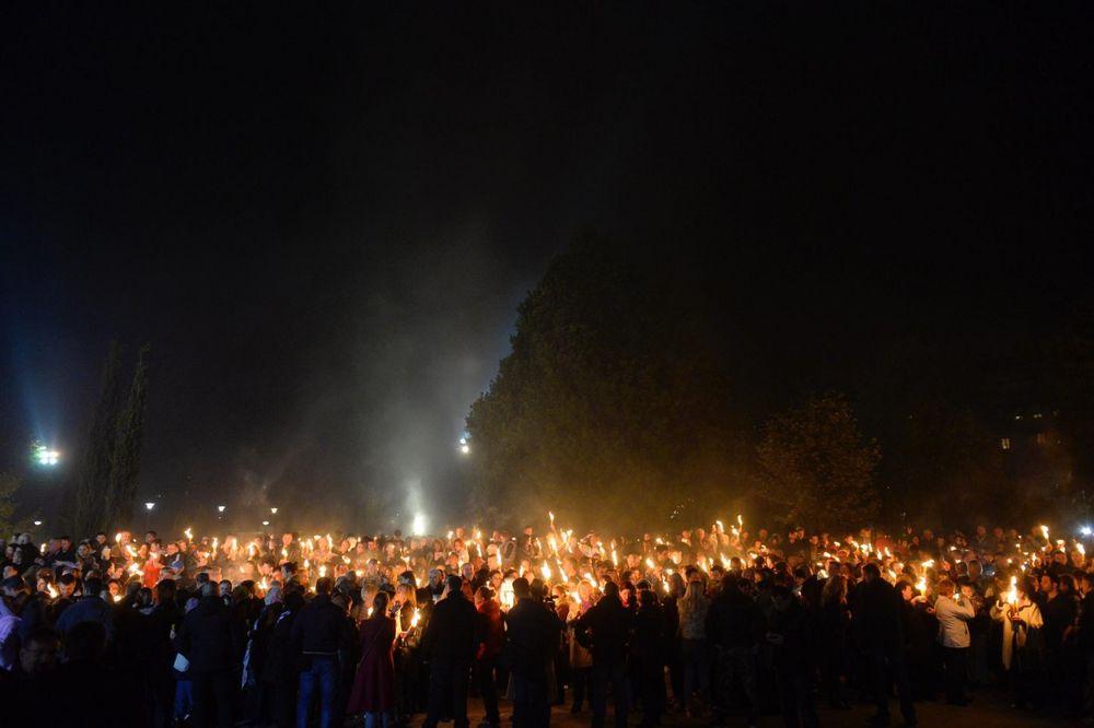 FOTO, VIDEO SVETLOST VERE, NADE I SPASENJA: Evo kako su vernici u Beogradu dočekali Blagodatni oganj