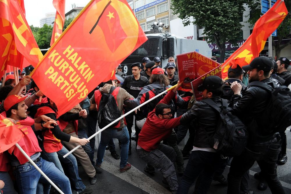 (VIDEO) KRVAVI PRVI MAJ U ISTANBULU: 1 mrtav u surovom obračunu policajaca sa građanima