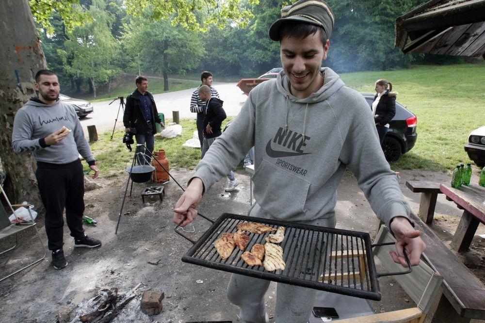 (FOTO) KOŠUTNJAK ZAMIRISAO NA ROŠTILJ: Ovako se danas slavilo u oazi Beograda