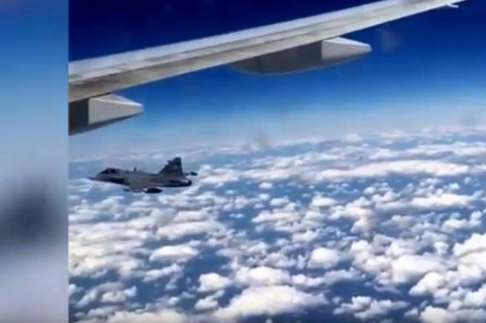 (VIDEO) UZBUNA NAD MAĐARSKOM: Lovci presreli britanski boing 777, putnici premrli od straha!