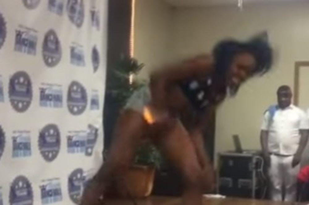 (VIDEO) KAD KRENE PO ZLU: Devojka tokom igre zapalila međunožje