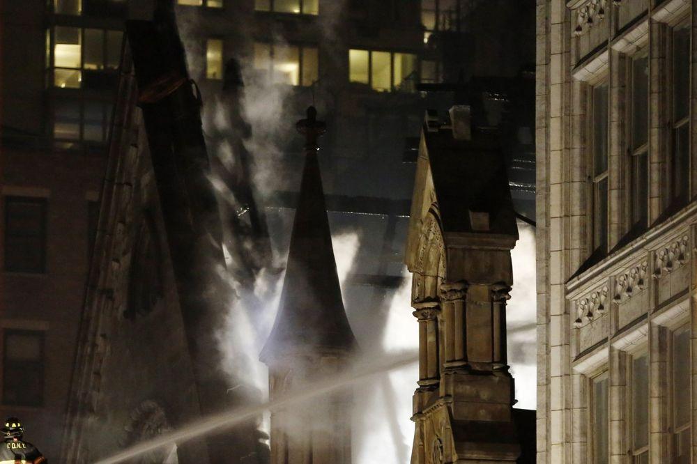 KOMESAR NJUJORŠKE VATROGASNE SLUŽBE: Neugašene sveće uzrok požara u srpskoj crkvi