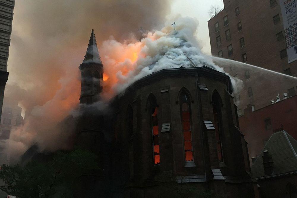 EKSKLUZIVNO STAREŠINA CRKVE SVETOG SAVE ZA KURIR: Kada sam video crkvu u plamenu pao sam u neki san