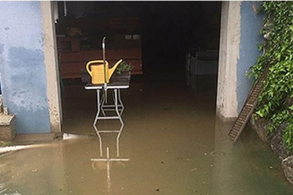 KIŠA U AUSTRIJI NE PRESTAJE DA PADA: Poplave u Štajerskoj voda prodire u kuće!