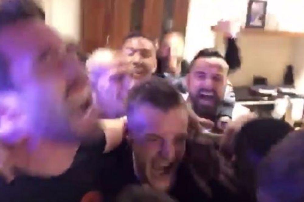 (VIDEO) DELIRIJUM U KUĆI VARDIJA: Evo kako su fudbaleri Lestera slavili osvajanje titule