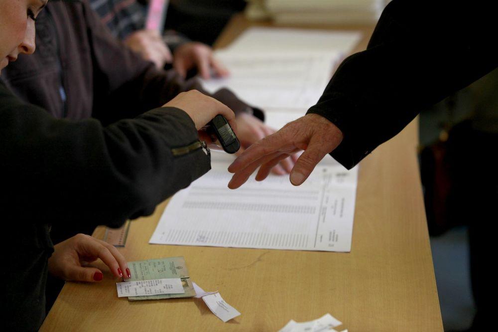 SRBIJA OPET GLASA Posmatrači: Do 13 časova na ponovljene izbore izašlo 17,88 odsto birača