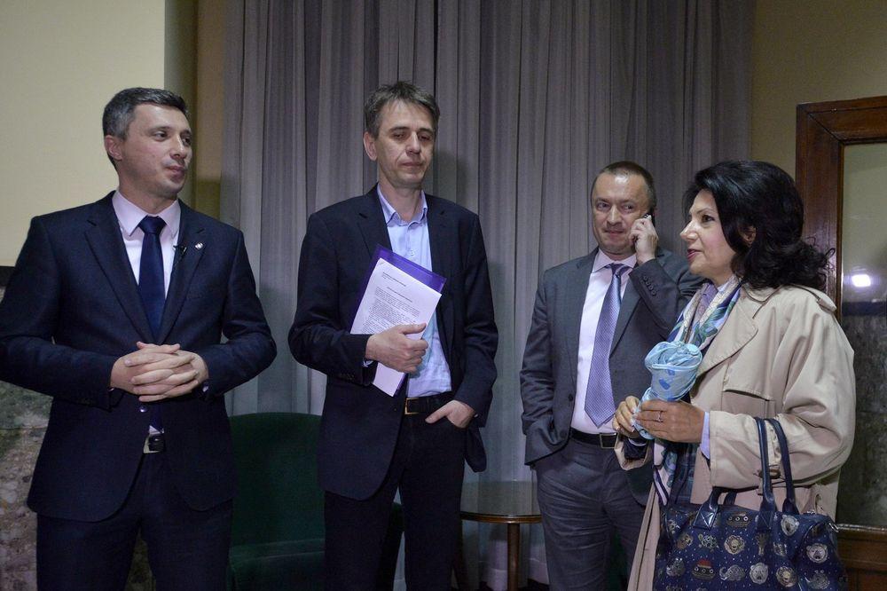SUMNJE U REGULARNOST GLASANJA: Opozicija predala RIK zahteve za uvid u izborne radnje