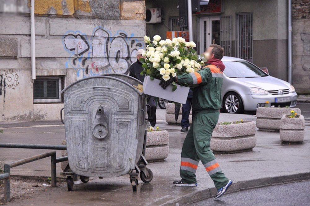 SRAM IH BILO: Cveće i sveće sa pomena ubijenim vojnicima JNA u Dobrovoljačkoj bačeno u kontejner