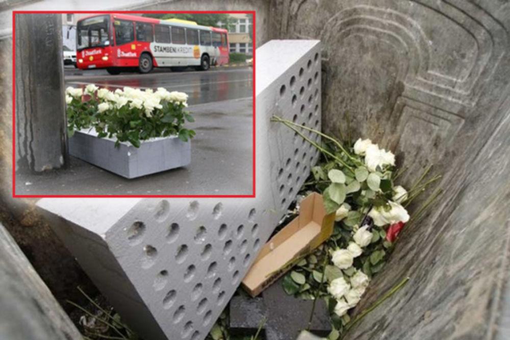 BRUKA IPAK OSTAJE: Neko je iz kontejnera vratio cveće na mesto pogibije vojnika u Dobrovoljačkoj!