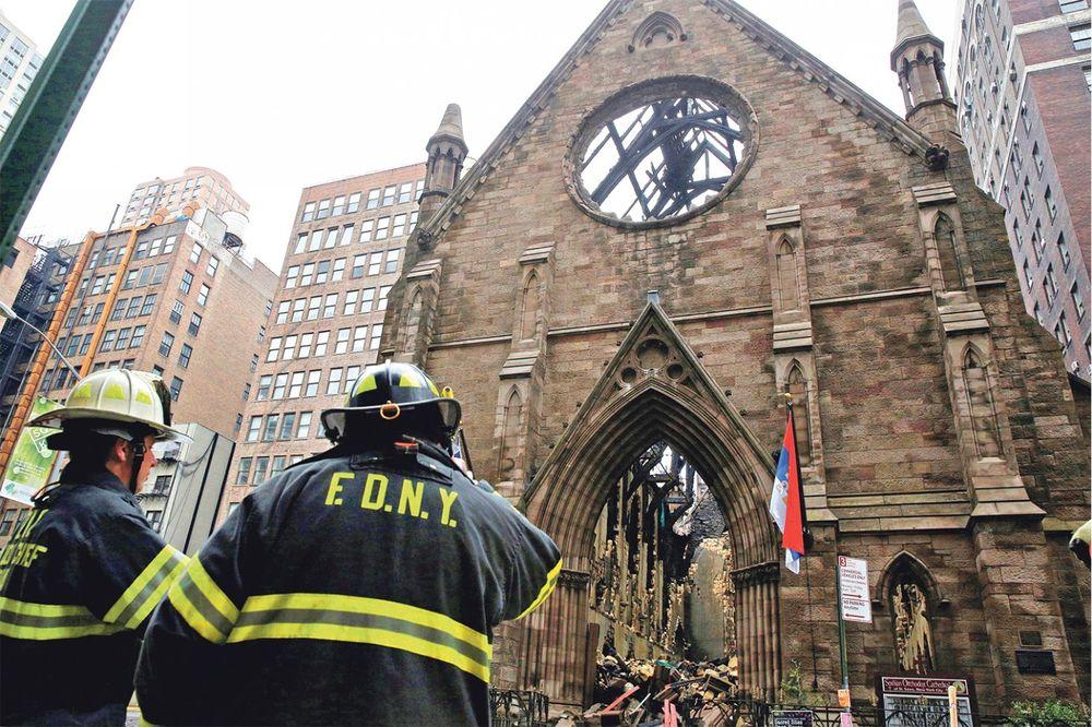 ČITAJTE U KURIRU KRIMINALNA POZADINA ZLOČINA: Albanska mafija zapalila srpsku crkvu u Njujorku?!