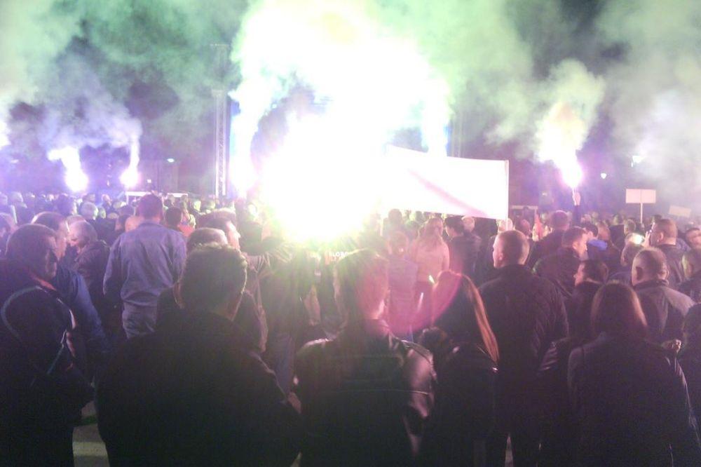 (VIDEO, FOTO) NOVI PROTESTI U PODGORICI:Demokratski front se vraća u Skupštinu!