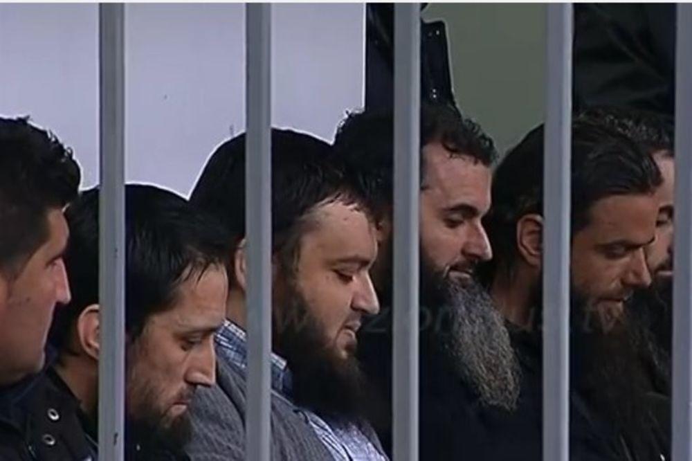 (VIDEO) OSUĐENA I TRI IMAMA: Robija za 9 islamista koji su regrutovali džihadiste u Albaniji