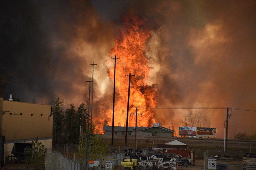 (VIDEO) POŽAR GUTA CEO GRAD U KANADI: Evakuisano 100.000 ljudi!