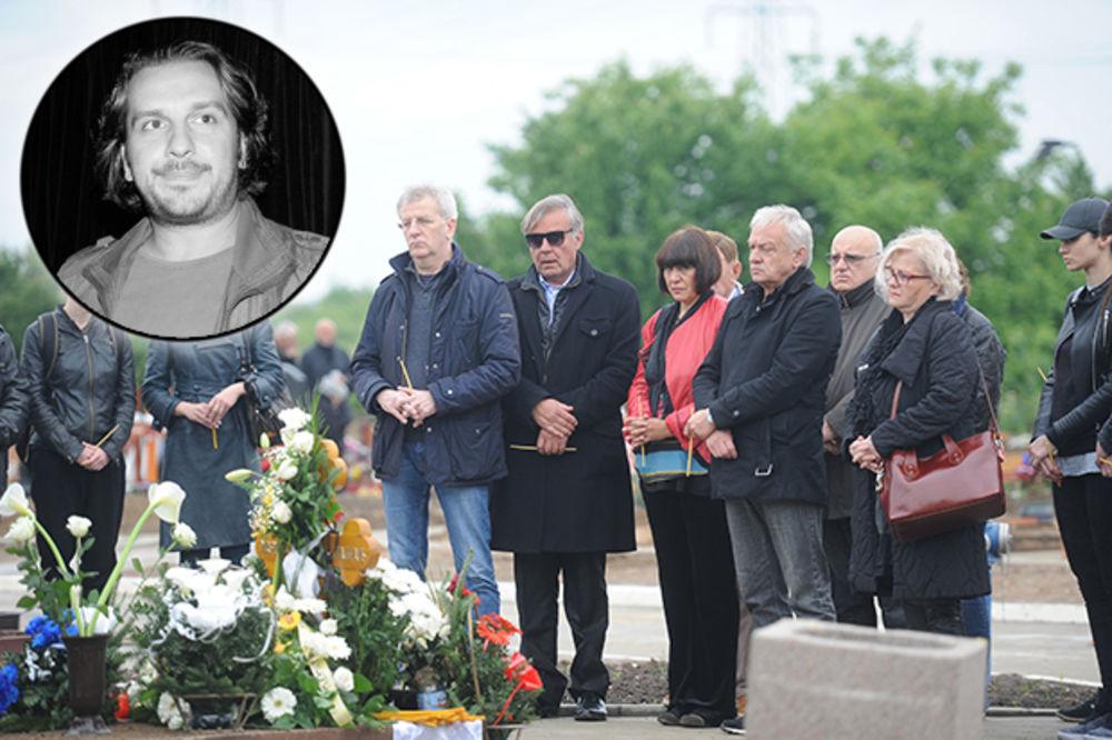 (FOTO) TUŽNIH 40 DANA: Porodica i prijatelji i dalje plaču za Marinkom Madžgaljem