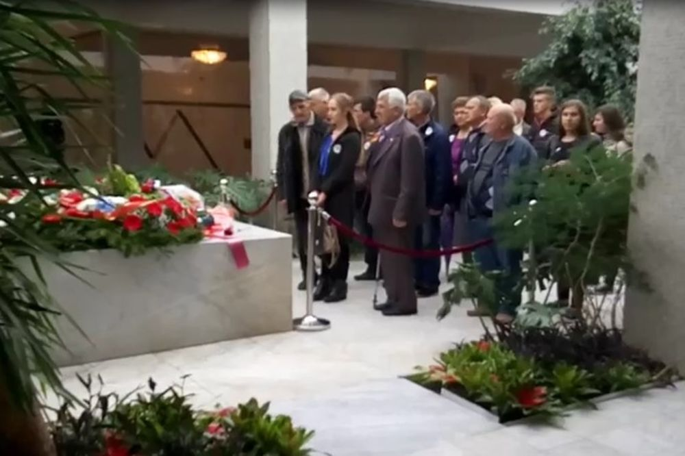 (KURIR TV) DRUŽE TITO, MI TI SE KUNEMO: Kuća cveća puna poštovalaca Josipa Broza