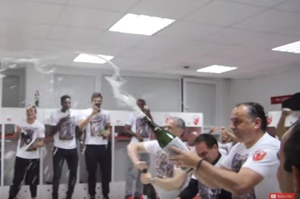 (VIDEO) 15 MINUTA EKSKLUZIVE Ovako su slavili fudbaleri Zvezde: Dragana, šampanjac, pivo, violina