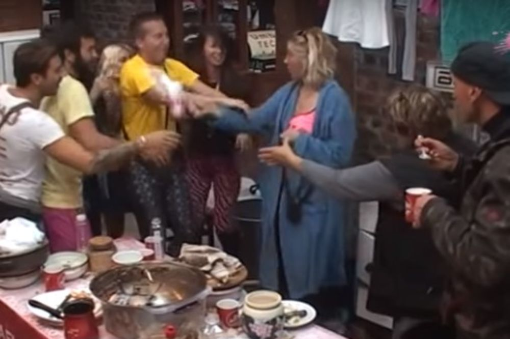 (VIDEO) ŠALA GA JE SKUPO KOŠTALA: Golubovićka polila Stefana mlekom