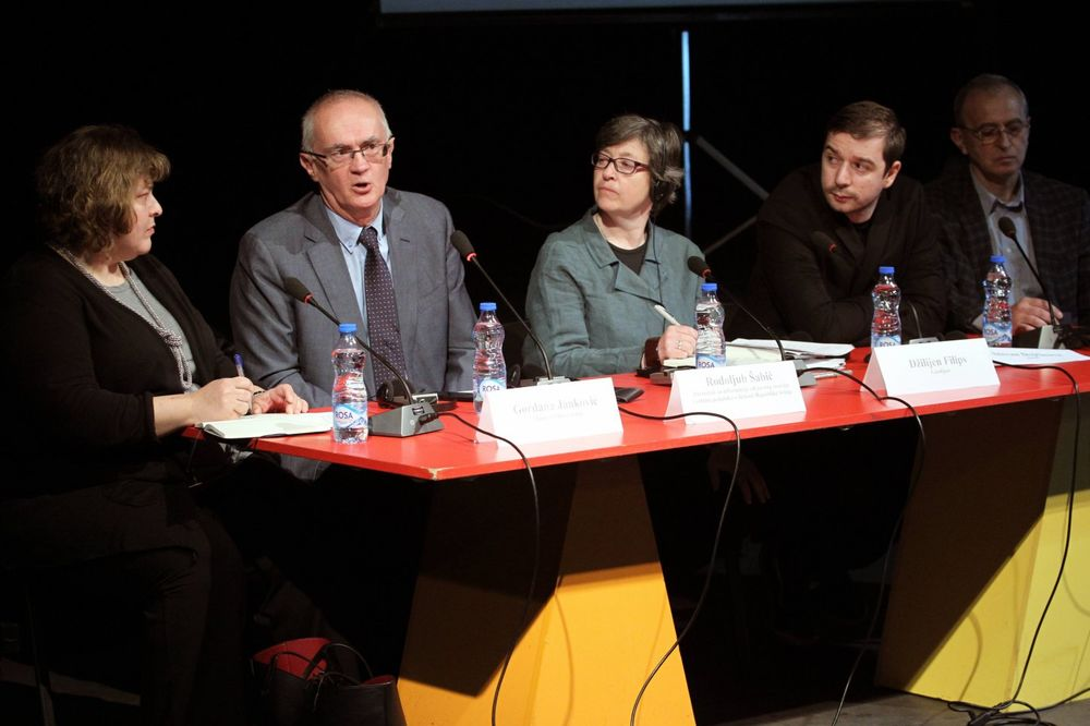 O SLOBODI MEDIJA: Novinarska profesija je ugrožena