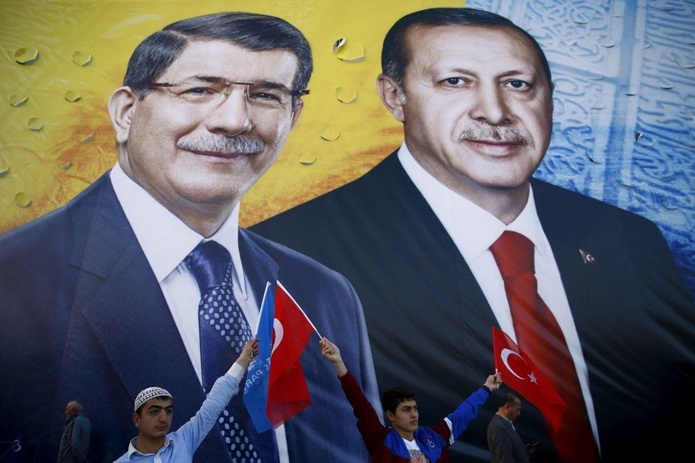 TEŠKA SVAĐA MEĐU TURSKIM VOĐAMA: Premijer Davutoglu razmišlja o ostavci zbog Erdogana