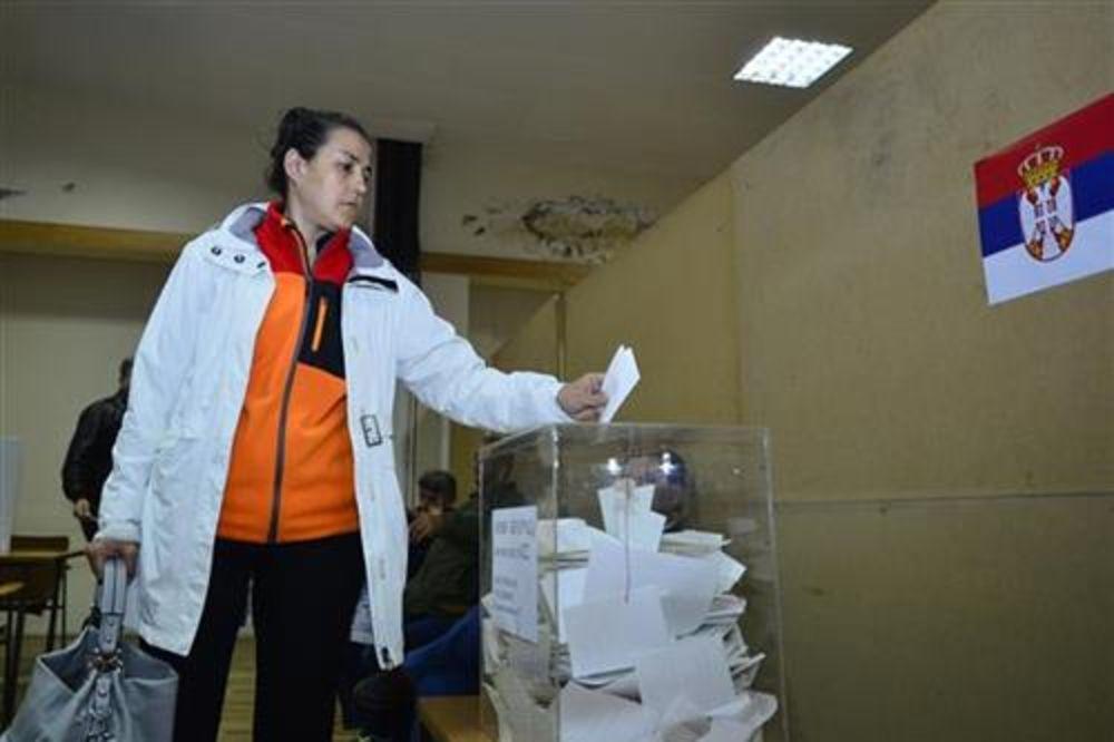 ZATVORENA BIRAČKA MESTA: Lideri čekaju rezultate u sedištima stranaka