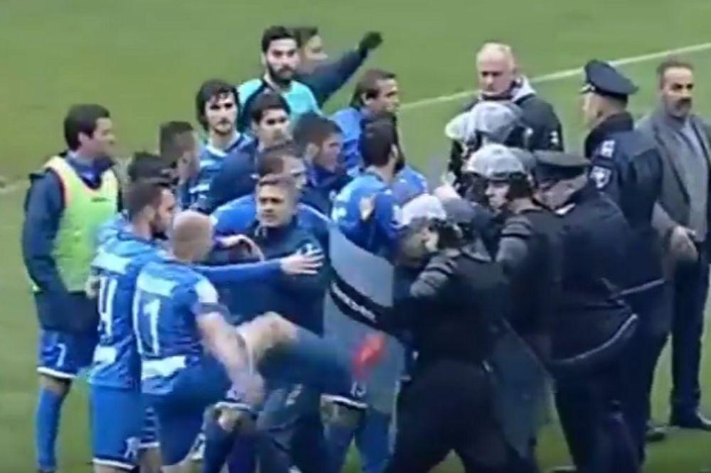 (VIDEO) HAOS U ZENICI: Fudbaleri Želje se tukli sa policijom!