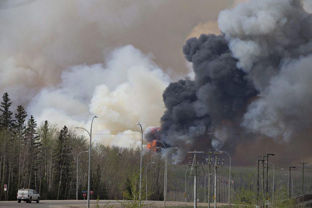 (VIDEO) VANREDNO STANJE U ALBERTI: Još gori požar zbog kog je evakuisano 88.000 ljudi