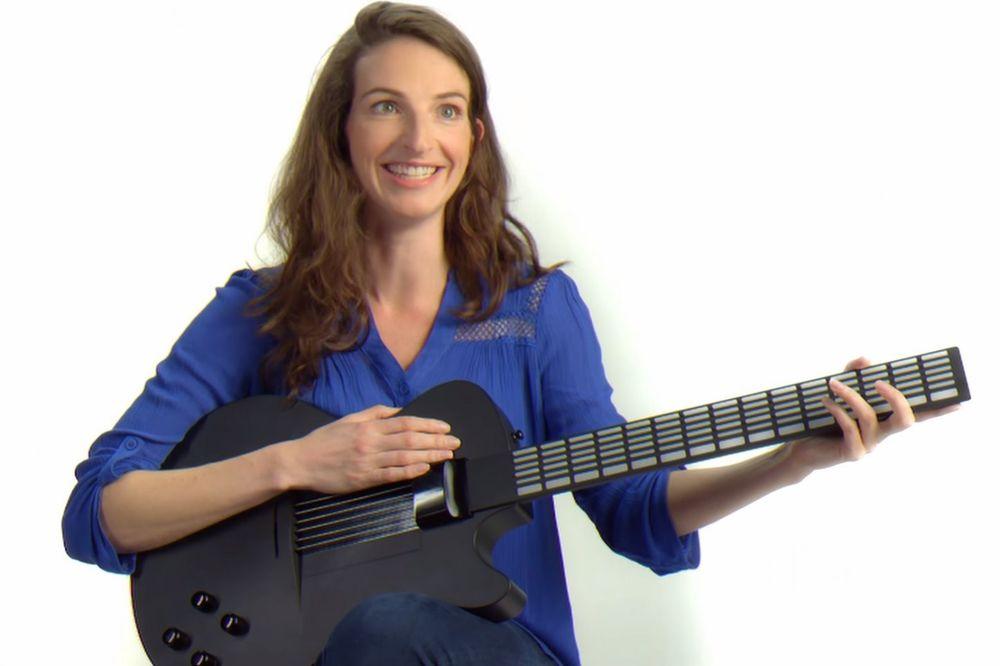 (VIDEO) GITARA ZA NETALENTOVANE: Uz ovaj instrument naučićete da svirate čim ga uzmete u ruke