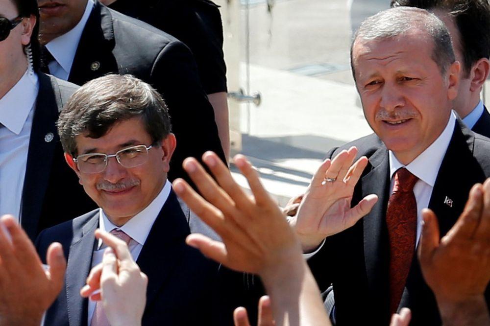TURSKI MEDIJI: Davutoglu podnosi ostavku, sve je dalje od Erdogana