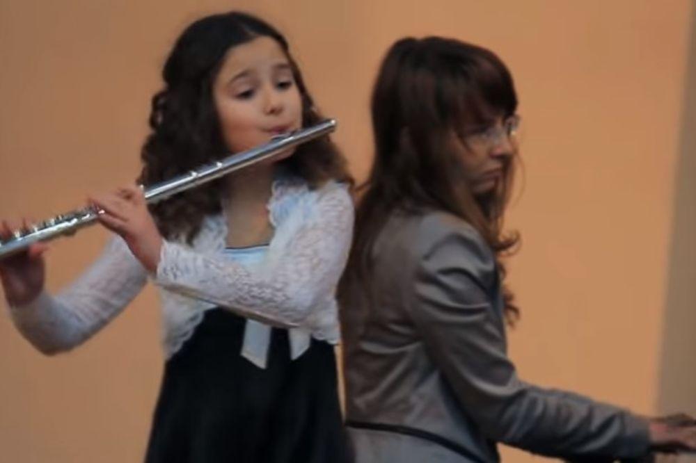 (VIDEO) JANA (10) POKORILA NJUJORK: Mala Šapčanka flautom opčinila sve u Kargen holu